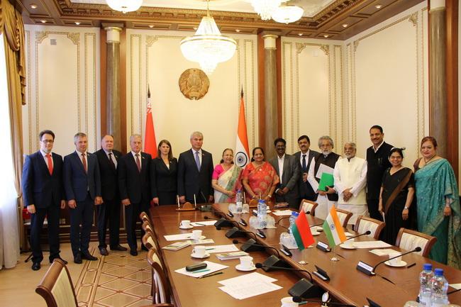 На встрече со Спикером Лок Сабхи Парламента Республики Индия С.Махаджан